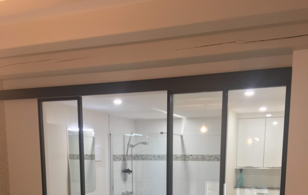 Exemple d\'aménagement Suite parentale avec verrière - Salle de bain ...